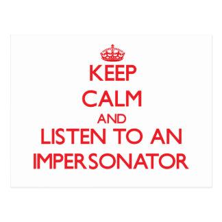 Guarde la calma y escuche un personificador tarjeta postal