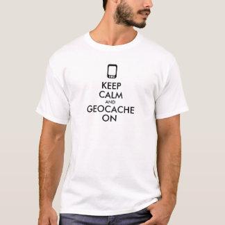Guarde la calma y Geocache en la camisa de GPS
