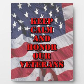 """""""Guarde la calma y honre a nuestros veteranos """" Placa Expositora"""