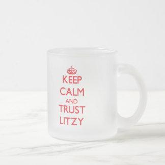 Guarde la calma y la CONFIANZA Litzy Taza Cristal Mate