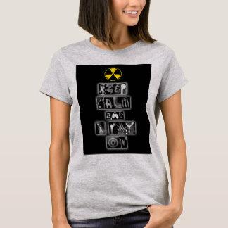 Guarde la calma y la radiografía en la camiseta de