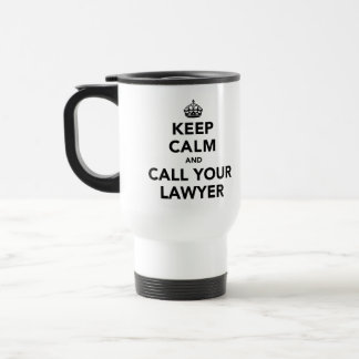 Guarde la calma y llame a su abogado taza de viaje