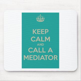 Guarde la calma y llame a un mediador alfombrilla de ratón