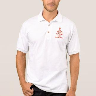 Guarde la calma y meditate camiseta polo