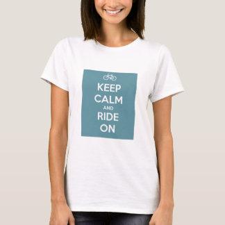 Guarde la calma y monte en azul camiseta
