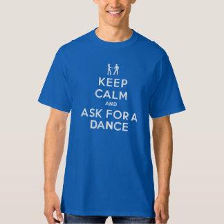 Guarde la calma y pida una danza camiseta