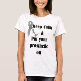 Guarde la calma y ponga su prostético camiseta