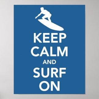 Guarde la calma y practique surf en la impresión impresiones