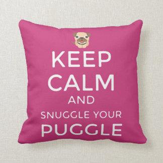 ¡Guarde la calma y Snuggle su ALMOHADA de Puggle