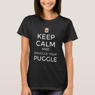 ¡Guarde la calma y Snuggle su CAMISETA de Puggle