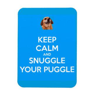 Guarde la calma y Snuggle su IMÁN de Puggle - azul