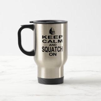 Guarde la calma y Squatch encendido Taza Térmica