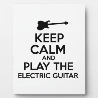 Guarde la calma y toque la guitarra eléctrica placa expositora