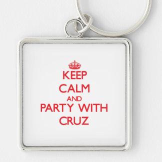 Guarde la calma y vaya de fiesta con Cruz Llavero Personalizado