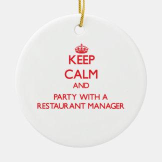 Guarde la calma y vaya de fiesta con un encargado adornos de navidad