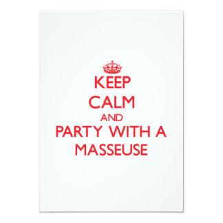 Guarde la calma y vaya de fiesta con una masajista invitación 12,7 x 17,8 cm