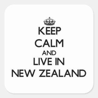 Guarde la calma y viva en Nueva Zelanda Pegatina Cuadrada