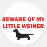 Guárdese de mi pequeño chiste de Weiner Pegatinas Redondas