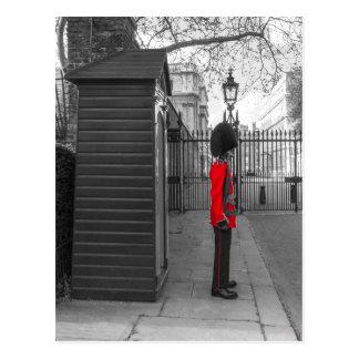 Guardia de la situación del guardia de la reina en postal