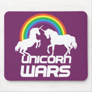 Guerras del unicornio con el arco iris alfombrilla de ratón