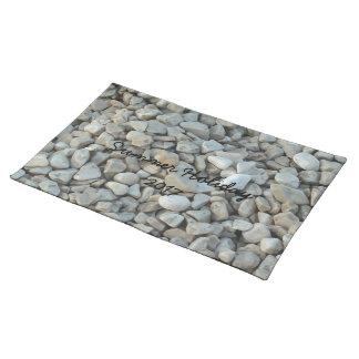 Guijarros en fotografía de la piedra de la playa salvamanteles