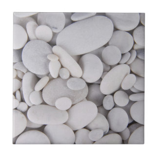 Guijarros, rocas, fondo azulejo de cerámica