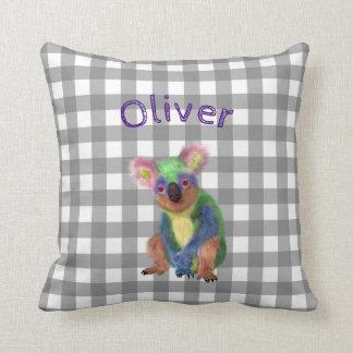 Guinga gris con nombre de la koala y del bebé del cojín decorativo