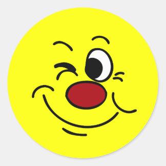 Guiño de la cara sonriente Grumpey Etiqueta Redonda
