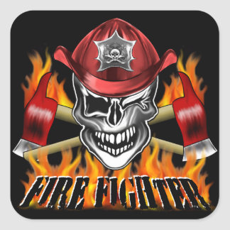 Guiño del cráneo del bombero y de las hachas pegatina cuadrada