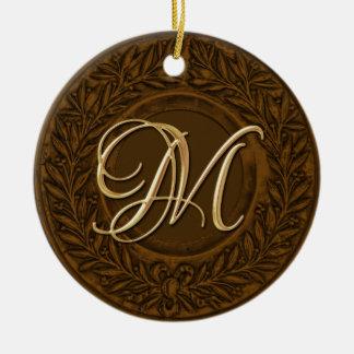 Guirnalda del laurel con el monograma del oro en b ornamente de reyes