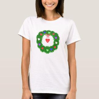 Guirnalda del navidad de corazones camiseta