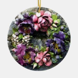 Guirnalda floral colorida del cementerio ornamentos de navidad