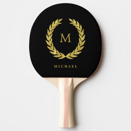 Guirnalda negra y falsa del laurel del oro con el pala de ping pong