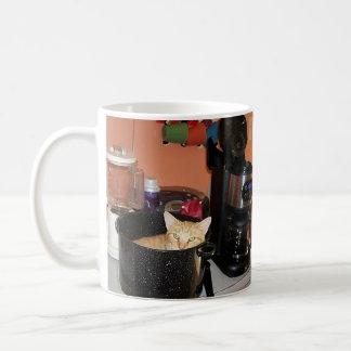 Guisado del gatito taza de café