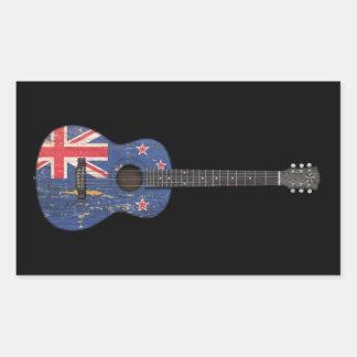 Guitarra acústica de la bandera gastada de Nueva Rectangular Pegatina