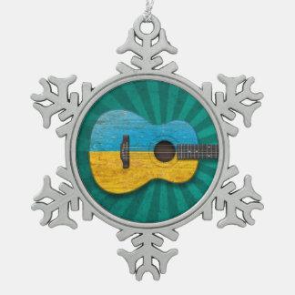 Guitarra acústica de la bandera ucraniana gastada, adornos