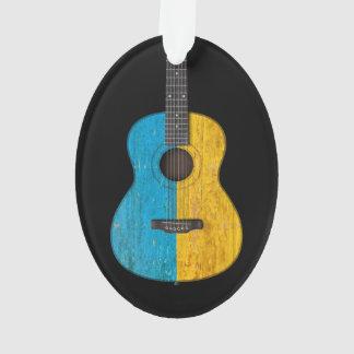 Guitarra acústica de la bandera ucraniana gastada,