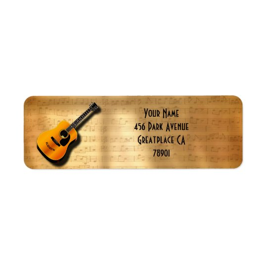 Guitarra acústica del vintage con nombre del etiqueta de remite