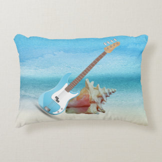 Guitarra azul y playa abstracta del Seashell Cojín