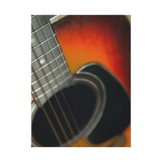 Guitarra - seis ascendentes cercanos acústico de lienzo