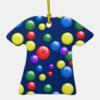 Gumballs multicolor en la marina de guerra adorno de cerámica en forma de camiseta