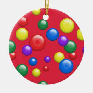 Gumballs multicolor en rojo adorno redondo de cerámica