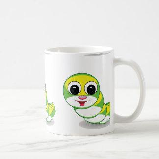 gusano brillante de la oruga taza de café