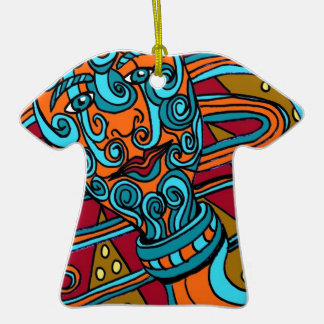 Gusano del tatuaje adorno de cerámica en forma de camiseta