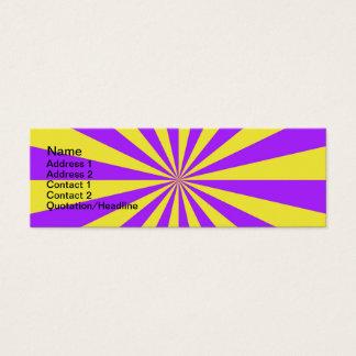 Haces de Sun en la tarjeta amarilla violeta y