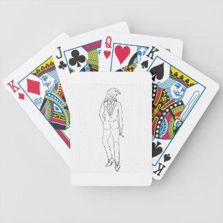 Halcón en el dibujo que fuma del traje de negocios cartas de juego