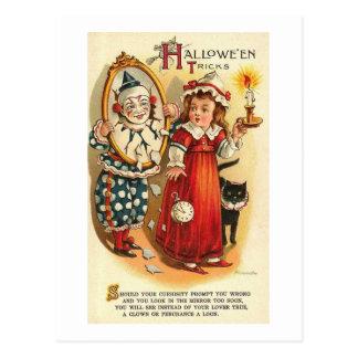 Halloween engaña al chica con el payaso tarjeta postal