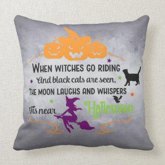 Halloween es almohada de tiro cercana