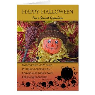 Halloween para el nieto, el espantapájaros y el tarjeta de felicitación