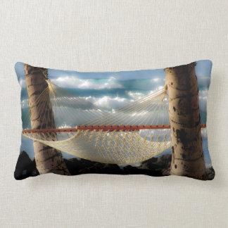 Hamaca por el océano cojín lumbar